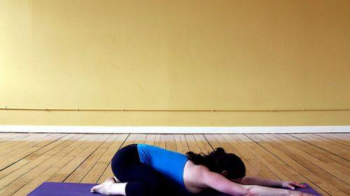 Các động tác yoga chữa mất ngủ