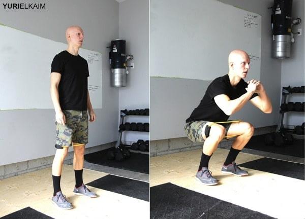 squats tập mông chân với dây mini band tại nhà