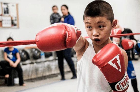 chọn size găng tay  boxing trẻ  em